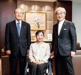 左から、三村会頭、田口さん、斎藤さん