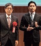 寺田総務副大臣(左)と伊勢執行役員