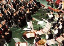 愛媛県立伊予高校の吹奏楽部がオープニングを華やかに飾った