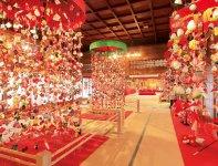 傘福の華やかさは圧巻。最も大きいものには、999個の細工物がつるされるという