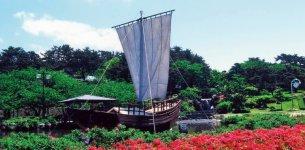 日和山公園には、北前船が2分の1のスケールで再現されている