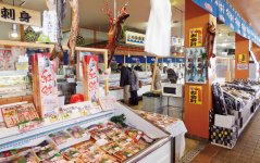 多くの人でにぎわう「さかた海鮮市場」