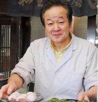 「季節限定でつくったカラフルな和菓子を外国の方が買っていくのを見て、日本のお客さまにお買い上げいただくこともあります」と話す稲豊園の中田專太郎さん