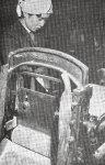 昭和20年代のあられ製造の様子。まだ家内制手工業に近い規模だった
