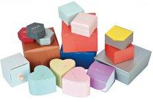 おしゃれでカラーも豊富な紙製の小箱。販促分野の用途拡大で効果を上げている