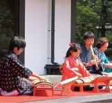 子どもたちが奏でる尺八と琴の音色に、会場中が聴き入った