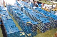 買い取ったFA機器専用の倉庫。ここに常時2万~3万種類の機器がストックされている。FA機器ドットコム(http://fakiki.com)から注文できる