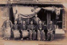 昭和天皇の御大典の儀の地方選酒となったとき。右から2番目の子どもが10代目、その左隣が9代目