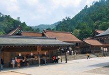 縁結びの神・福の神として有名な出雲大社。かつては地上48 mの高さがあったといわれている