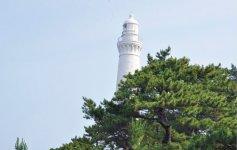 半島の最西端にそびえる日御碕灯台。世界灯台100選にも選ばれている