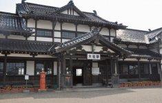 国の重要文化財に指定されている旧大社駅舎。純日本風の木造平屋建てだ