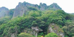 奇岩が立ち並ぶ立久恵峡(たちくえきょう)