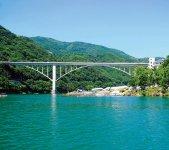 池田へそっ湖大橋 写真提供:三好市観光協会