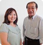 市岡製菓株式会社 代表取締役社長 市岡 通裕さん 取締役 沙織さん
