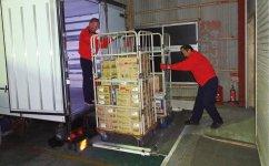 DCDが唯一保有する共同配送センター。夕方になると続々と商品が集まり、配送業者がルートごとに荷物を仕分けして、翌朝6時に各地に向けて一斉にトラックが出発する