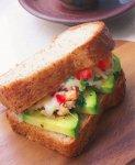ツナとアボカドのサンドイッチ