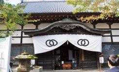 西舞鶴にある桂林寺。桂林寺を含む付近の神社・仏閣はクルーズ船で舞鶴を訪れる外国人旅行客の観光ルートになりつつある