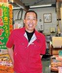 「新鮮な舞鶴の魚介類を味わっていただきたいですね」と語る魚たつの藤元達雄さん(左)