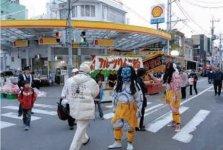 本社に隣接した柳町大神宮は代々、吉字屋が守っており、節分には新入社員が鬼の格好をして回る