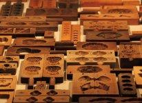 大野屋の歴史を物語る木型の数々。その木型と培った技が新商品「高岡ラムネ」を生み出した