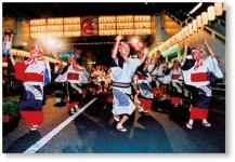三原城築城を祝って町衆が踊り始めたといわれる「三原やっさ踊り」。三原やっさ祭りは、毎年8月の第2日曜日を含む金土日の3日間、盛大に開催される