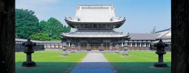 高岡の開祖前田利長の菩提寺「瑞龍寺」。山門、仏殿、法堂は国宝に指定されている