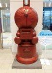 藤子・F・不二雄先生の生誕80年を記念してつくられたドラえもんポスト。高岡の伝統産業である「高岡銅器」の技が用いられている ©Fujiko-Pro