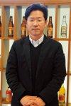「『こどもびいる』のおかげで、ペットボトルに押されて生産が減少していた瓶飲料を復刻させるなど、商品のラインアップが広がりました」と語る友田諭さん