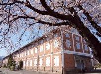 世界文化遺産、そして国宝となった「富岡製糸場」。毎年4月ころは、桜のライトアップも行われる。なお、毎週水曜日(祝日の場合は翌日)が休場日なので注意