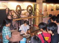 富岡製糸場での糸繰り体験の様子
