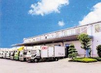 平成5年に完成した本社と定温物流センター。定温物流というのは、商品に合わせた温度を維持し、そのままで輸送できる仕組みのこと
