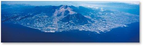 島原半島ジオパークは、中央に世界有数の活火山である雲仙火山を擁する。平成20年に日本最初の日本ジオパークネットワーク(JGN)に加盟し、翌年8月には、日本初の世界ジオパークネットワークへの加盟が認定された
