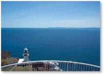地球岬は100m前後の断崖絶壁が連なる国内でも有数の景勝地。昭和60年の「北海道の自然100選」(朝日新聞)、61年の「あなたが選ぶ北海道景勝地」(北海道郵政局)で第1位に選ばれている