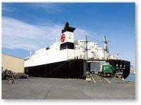 栗林商会は陸上・海上サービスを組み合わせた一貫輸送サービスを展開。世界各地にさまざまな荷物を運んでいる