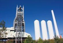 大きく掲げられた「1901」の文字は、ここ東田第一高炉に火入れが行われた年を示している。昭和47年までは操業していた。現在は北九州の文化財に指定されていて、高炉の炉前作業を再現した様子や、高炉の中を見学することができる
