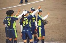 チーム構成は監督1人、コーチ1人、選手18人。選手たちは基本的に伊予銀行の営業店がある都道府県から正行員として採用している