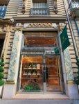 安心堂パリ店。店のあるラ・ペ通りには、カルティエ本店やティファニー、ヴァン・クリーフ&アーペル、ブルガリなど、世界を代表する宝飾店が軒を連ねている