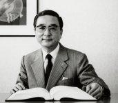2代目として、株式会社安心堂の初代社長として会社を発展させていった永田正雄前会長