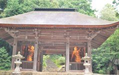 財賀(ざいか)寺。聖武天皇の勅願により、僧・行基によって開創された寺で、本尊は千手観音だ