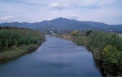 本宮山。山頂近くには砥鹿(とが)神社奥宮があり、東三河の人々の信仰の対象となっている
