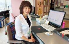 豊川市観光協会事務局長の平賀菜由美さん。同協会初の民間公募で選ばれた