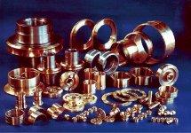 ヒロセ合金の製品群。銅合金鋳物の鋳造から機械加工完成品まで一貫生産している