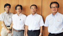 「橋本を目的地にしたい」と語る辻本事務局長、松谷専務理事、松井良忠相談所長、梅山信博さん(右から順に)