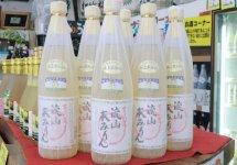 """一番人気の「""""古式造り""""流山本みりん」。江戸時代から伝わる製法でつくっているため、県外からの購入客も多い"""