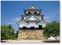 彦根のまちのシンボル、彦根城。天守をはじめ、重要文化財の各櫓、下屋敷の庭園である玄宮園、内堀・中堀などが当時の姿をとどめている