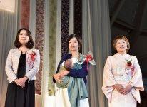 左から最優秀賞の山下真美さん、優秀賞の寺田望さん、小出操さん