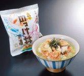 函館産「いかの塩辛」と青森産「ホタテ」「サケ」「椎茸」をフリーズドライしたワサビ味のお茶漬けが「のっけ丼茶漬」。それぞれの素材の味がそのまま凝縮されている