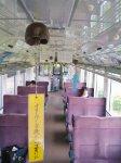 津軽金山焼の風鈴を客車内に吊るし、俳句の短冊を下げた風鈴列車。7月1日から8月31日まで運行している