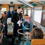 昭和5年の冬から走り続けているストーブ列車。アテンダントが車内販売されるスルメを焼いてくれる。12月1日から翌年3月31日まで運行している