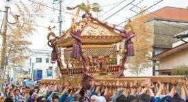 毎年7 月の八剱八幡神社例大祭では、関東三大神輿の一つといわれる大神輿が町内を練り歩く
